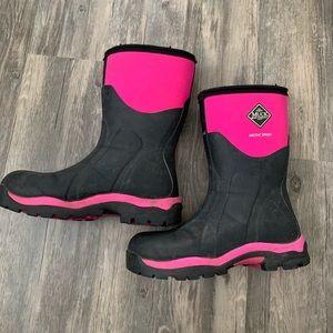 Pink arctic sport muck boots